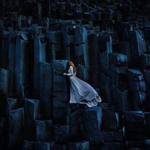 Љубовен пар патува низ светот и прави неверојатни фотографии од недопрена природа