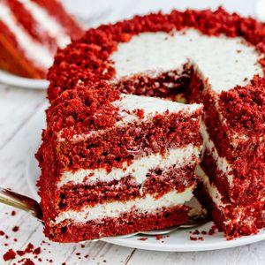 Црвена кадифена торта: Најубавиот и најсочниот десерт што ќе го пробате