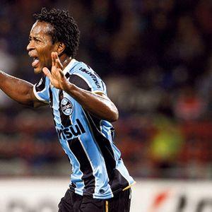 MIŠIĆI KAO SAJLA Legendarni Brazilac ima 47 godina i jači je od bilo kog aktivnog fudbalera! FOTO