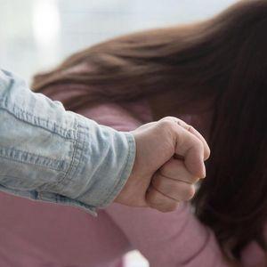 NIŠLIJA SE IŽIVLJAVAO SE NAD SUPRUGOM! Tukao je mobilnim telefonom sve dok se uređaj nije raspao, a ona zatim pokušala samoubistvo!