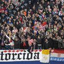 BACAJU SRBE U MORE, PEVAJU KAKO IH NOSI NERETVA, A VOLJENI KLUB ĆUTI! Hrvatskoj javnosti se smučile SVINJARIJE poznate navijačke grupe Torcida! Hrvati ne žele da ćute više!