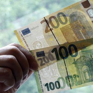 NEZNATNA PROMENA VREDNOSTI DINARA: Evro danas 117,58 po srednjem kursu