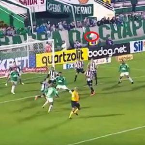 ČUDO U BRAZILU: Fudbaler izveo korner, lopta je letela, a onda se desilo nešto NESVAKIDAŠNJE! Fudbaleri Šapekoensea ostali ZATEČENI!