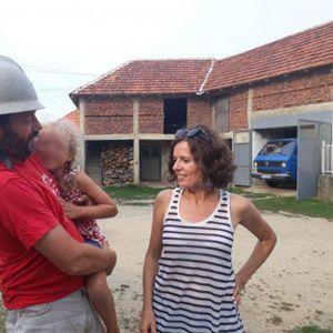 TRAKTOROM OBIŠLI CEO SVET, A U SRBIJI SE OSEĆAJU KAO KOD KUĆE: Porodica Obalek iz Poljske putuje brzinom od 30 na sat, a evo zašto im je selo u okolini Leskovca priraslo za srce