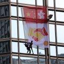 PODVIG FRANCUSKOG SPAJDERMENA U HONGKONGU: Popeo se na neboder od 68 spratova i okačio simbol pomirenja!