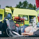 NESREĆA KOD KRALJEVA: Audi u punoj brzini naleteo na pokvareni punto koji je od udarca SLETEO U NJIVU, 2 osobe teško povređene