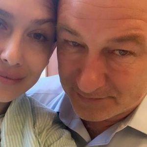 SLAVNI GLUMAC DOBIO 7. DETE U 62. GODINI! Svi se pitaju kako je poznati par dobio DVOJE DECE u roku od samo 6 meseci!