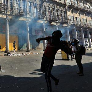 BAGDAD U HAOSU, DEMONSTRANTI GA PODELILI NA 2 DELA: MOSTOVI BLOKIRANI, ljudi PRELAZE u drugi deo grada ČAMCIMA!