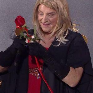 KNEZ PROSLAVIO ROĐENDAN OBUČEN KAO BARBARA STRAJSEND! Na poklon mu stigla jedna ruža, a prošli put je bila 501!