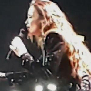 SEVERINU NA KONCERTU SLOMILE EMOCIJE: Počela nastup MOLITVOM, pa se RASPLAKALA kad je otpevala pesmu za SINA!
