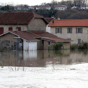 POPLAVE U FRANCUSKOJ UBILE DVOJE LJUDI: 70.000 domova bez struje, opšti kolaps