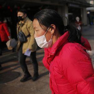 NOVI CRNI BILANS VIRUSA KORONA: Umrlo 56 ljudi, više od 2.000 zaraženo! Uvedene nove mere zaštite u Kini