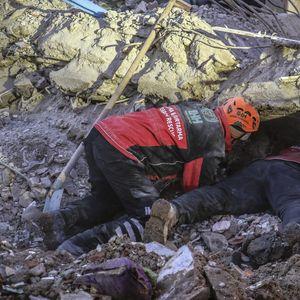 ZEMLJOTRES U TURSKOJ UBIO 29 LJUDI: Preko 1.000 zgrada srušeno ili oštećeno (FOTO, VIDEO)