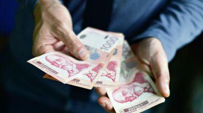 SUTRA ISPLATA DRŽAVNIH PARA: Novac leže na račun prvo ovoj grupi, a onda sledi niz davanja sve do decembra!