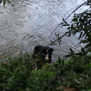 MIGRANT IZVUČEN IZ DRINE: Ostao zaglavljen na sredini reke, od užasne smrti ga spasli vatrogasci
