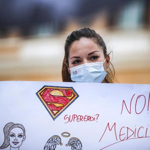KO ĆE VAS LEČITI SUTRA: Mladi italijanski lekari neće da ćute! Izborili se da koronom, a evo kako ih tretiraju!