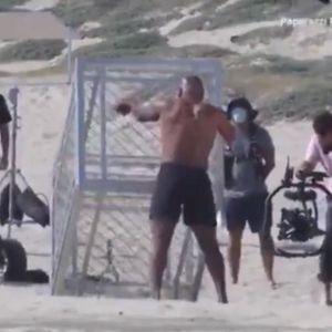 GVOZDENOM GODINE NE MOGU NIŠTA: Tajson ne diže tegove, nego KAVEZE! Mišići od ČELIKA! VIDEO