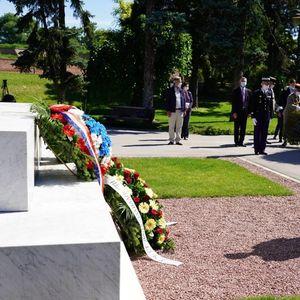 SVEČANO NA KALEMEGDANU: Venci na Spomenik zahvalnosti Francuskoj povodom 14. jula