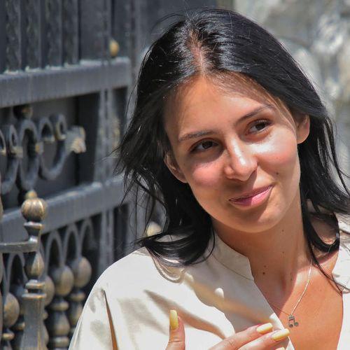 ANASTASIJA RAŽNATOVIĆ ŽARI I PALI U RIMU! Pevačica nije skidala osmeh sa lica, a mnogi su komentarisali samo JEDNO!