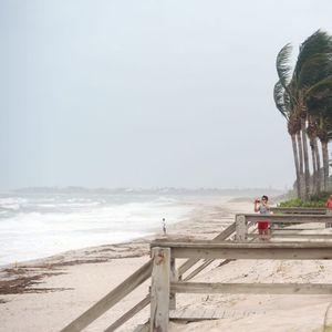 URAGAN ISAJA PONOVO JAČA: Zatvoreni parkovi i plaže na Floridi, vlasti apeluju na građane da se ne opuštaju!
