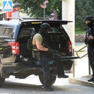ZABARIKADIRAO SE U BANCI SA BOMBOM U RANCU: Drama u Kijevskom biznis centru! U toku pregovori sa napadačem!