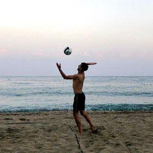 NIJE TENIS JEDINI SPORT U KOME JE NOLE DOBAR! Pogledajte kako Đoković provodi slobodno vreme u Marbelji! FOTO