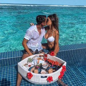 DELIJE GA JEDVA ČEKAJU, A ON ZA TO VREME UŽIVA NA MALDIVIMA! Pogledajte sa kakvom BOMBOM fudbaler uživa u raju na zemlji