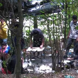 MIGRANTI SE NASTANILI U ŠUMI: Napravili kamp kod Velike Kladuše! Žive bez vode, struje i nadaju se da će preći granicu!