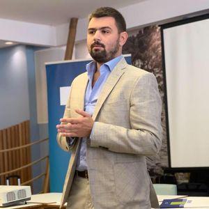 MILOV PATRIOTA, VELIKI BIZNISMEN: Andrija Četković, organizator skupa na Cetinju, sa ulogom od evro bi da zaradi milione!