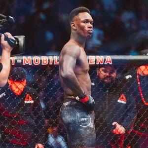 POGLEDAJTE VIDEO PROSTAČKOG ISPADA UFC ŠAMPIONA: Adesanja ponižava rivala koji bez svesti leži na podu! Nije za osetljive 18+