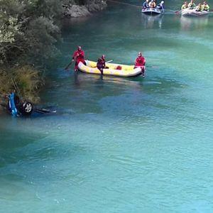 IZVUČENO TELO DEVOJKE IZ NERETVE: Upali kolima u reku, suvozač se spasao