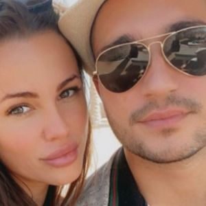 RODIĆKA GRLI ŠIJANA I NE PUŠTA! Bojana pokazala koliko ona i Mirko uživaju u ljubavi: Objavila fotku pa raznežila MNOGE!