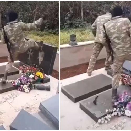 AZERI DIVLJAČKI UNIŠTAVAJU PRAVOSLAVNA JERMENSKA GROBLJA: Snimci iz Karabaha zgrozili svet
