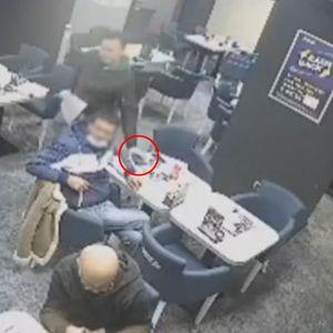 LEVA RUKA PA DESNI DŽEP: Pogledajte lopovluk u centru Beograda ČOVEKU ODNEO NOVČANIK ISPRED NOSA