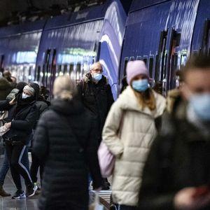 UČENJE NA NA DALJINU, RAD OD KUĆE, MASKE U JAVNOM PREVOZU: Bolja epidemiološka situacija u Švedskoj, usporava širenje zaraze FOTO