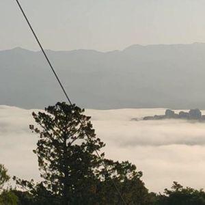 KAO SIRENE IZ BRODA DUHOVA: Dalmacija osvanula u magli, sablasni prozori duž hrvatske obale