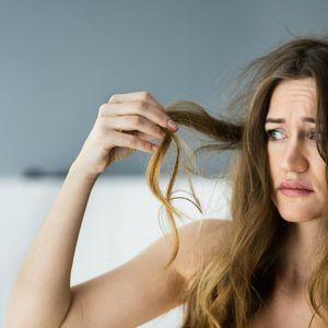UVEČE SI OPRALA KOSU, A VEĆ UJUTRU IZGLEDA MASNO? Trikovi uz koje ćeš usporiti prljanje kose, a evo šta treba da IZBEGAVATE
