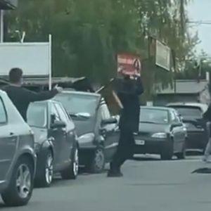 OVO JE RAZLOG BRUTALNE TUČE U ŽARKOVU: Do jurnjave kolima i obračuna šipkama i stolicom došlo zbog pregaženog psa