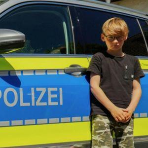 DEČAK (10) SPASAO ŽIVOT MOTOCIKLISTI: Skinuo je majicu i zaustavio mu krvarenje, a ovako ga je policija nagradila