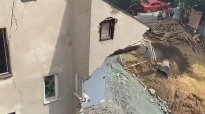 NEMA NADE DA JE PREŽIVEO 5 DANA BEZ HRANE I VODE: Stanarima urušene zgrade na Vračara nisu dozvolili ni da IZVEDU LJUBIMCA