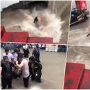 DRAMATIČAN SNIMAK IZ KINE Grupa ljudi iz bujice pokušava da spase ženu koja se BORI ZA ŽIVOT VIDEO