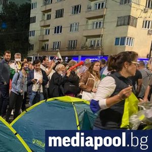 Протестът отвърна на удара - по-мощен и с повече палатки на блокадите