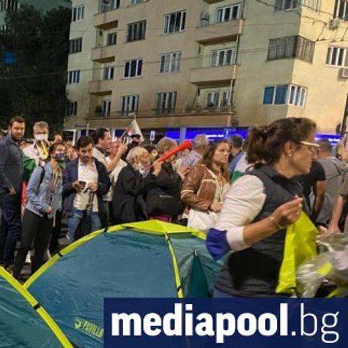 """Ден 30-ти на протеста: Нови палатки, блокади и """"Борисов, не се крий като мишка"""""""