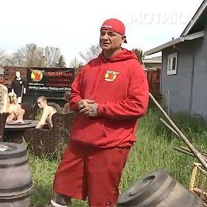 Соседите го принудиле да си ја скрати оградата, а тој решил да им се одмазди на многу креативен начин