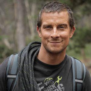 Авантуристот Бер Грилс ги открива авантурите кои му го обликуваа животот, вклучувајќи ја и најблиската средба со смртта