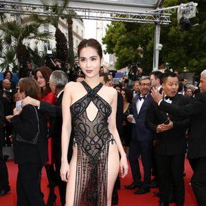 """Најхрабриот фустан на овогодинешниот филмски фестивал во Кан: Како да ѝ го шиел кројачот од приказната """"Царевата нова облека"""""""