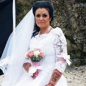 """Жена која се омажила за дух на пират се разведува, затоа што тој """"ја искористувал"""""""