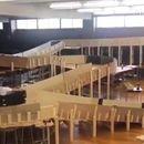 Учениците си направиле нездрава луда железница во училишната спортска сала