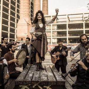 """""""Barcelona Gipsy Balkan Orchestra"""" со одлична преработка на """"Море сокол пие"""""""