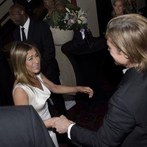 Моментот помеѓу Џенифер Анистон и Бред Пит на SAG Awards за кој сите зборуваат